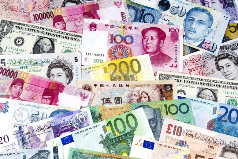 8158582-une-collection-de-diverses-monnaies-des-pays-du-monde-entier-banque-dimages